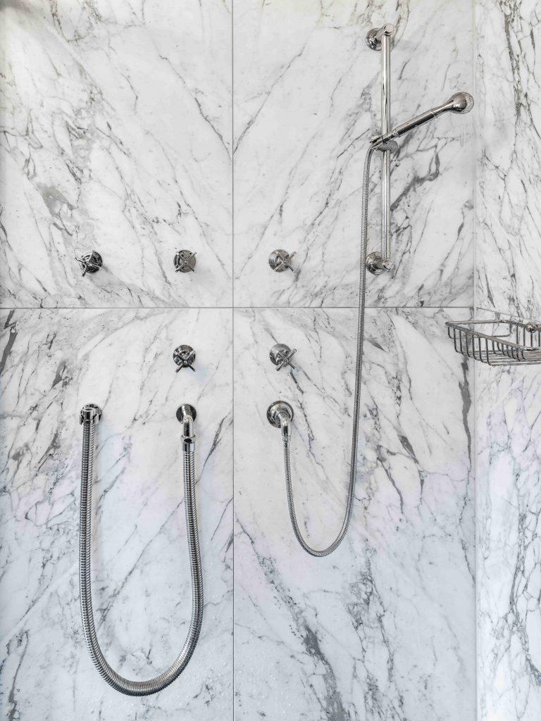marmor dusche weiß